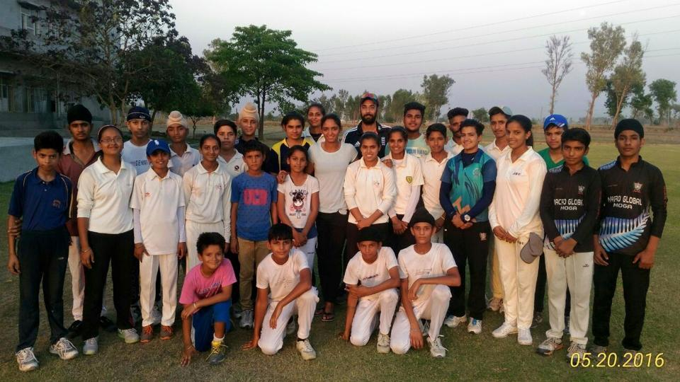 Harmanpreet with her coach Yadwinder Singh Sodhi and young trainees at Moga.  (HT PHOTO )
