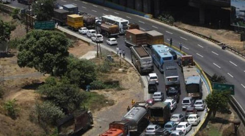 Mumbai,Mumbai-Pune expressway,Mumbai accident