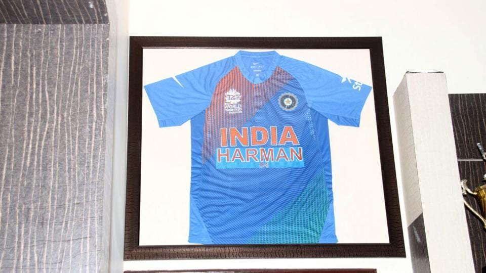 A picture of Harmanpreet's T-shirt of World Twenty20 with her name on it.  (HT PHOTO )
