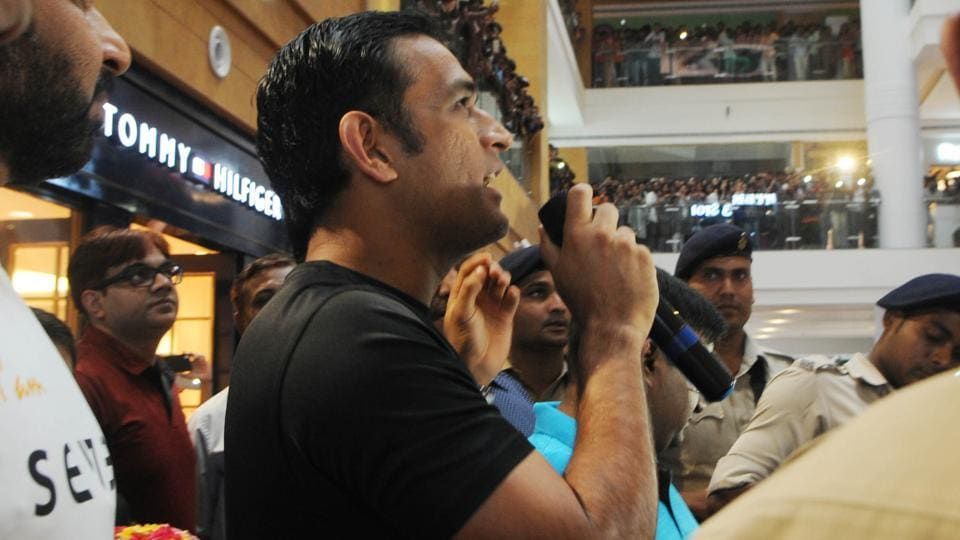 MS Dhoni addressed the crowd after inaugurating the first showroom of Seven in Ranchi on Thursday.