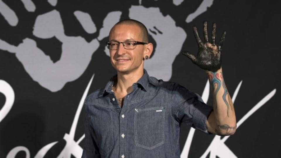 Lead vocalist of rock band Linkin Park Chester Bennington shows his hand covered in cement as the band is inducted into Guitar Center's RockWalk in Los Angeles, California June 18, 2014. REUTERS/Mario Anzuoni
