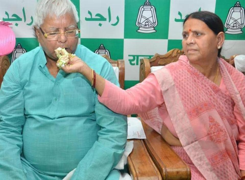 RJD chief Lalu Prasad and ex-CMRabri Devi - no VIP trappings at the Patna airport.