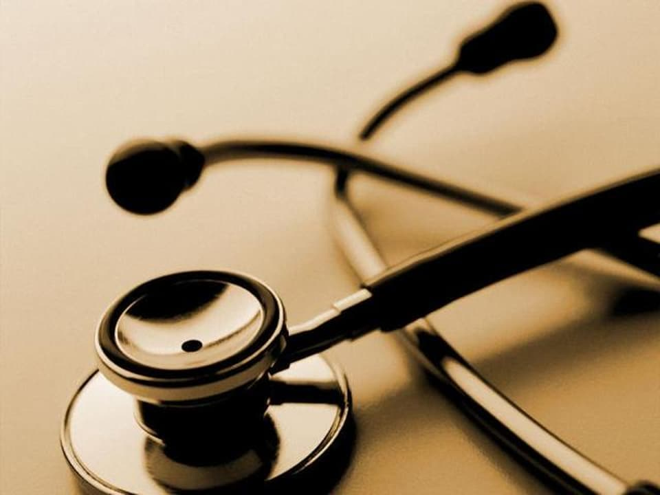 Delhi Medical Council  ahs barred a doctor for jeopardising the safety of patients.