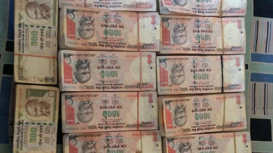 Demonetised currency notes of Rs 500 and Rs 1000.