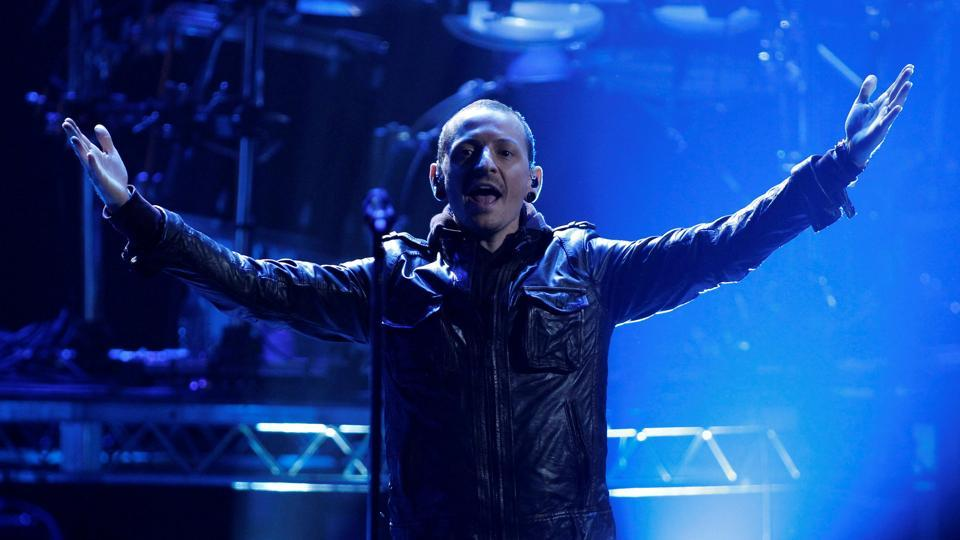 FILE PHOTO: Chester Bennington of Linkin Park performs ' Burn It Down'  at the 40th American Music Awards in Los Angeles, California. Bennington, the lead singer of Linkin Park, died at his home in Los Angeles County on Thursday morning in what is being treated as a suspected suicide. (Danny Moloshok / REUTERS)