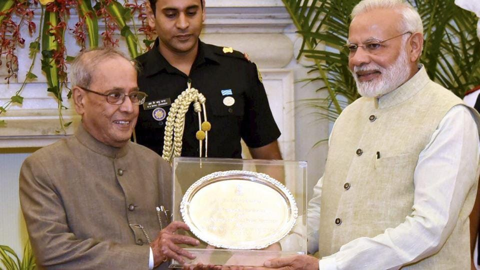Prime Minister Narendra Modi presents a memento to President Pranab Mukherjee at the farewell hosted by him for the President at Hyderabad House , in New Delhi on Saturday.