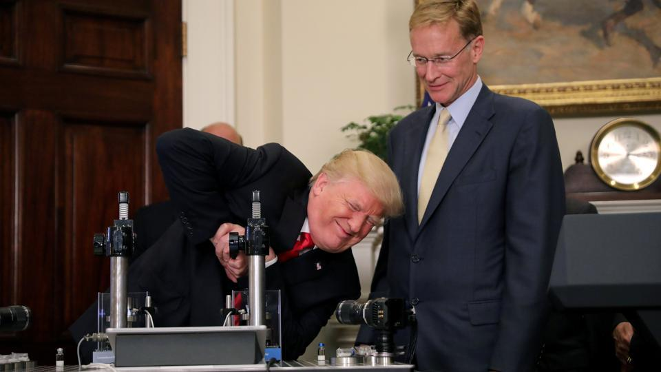 U.S. President Donald Trump participates in a strength vial test accompanied by Corning Pharmaceutical Glass Chairman and CEO Wendell Weeks during a 'Made in America' event on pharmaceutical glass manufacturing, at the Roosevelt Room of the White House in Washington, U.S. (Carlos Barria / REUTERS)