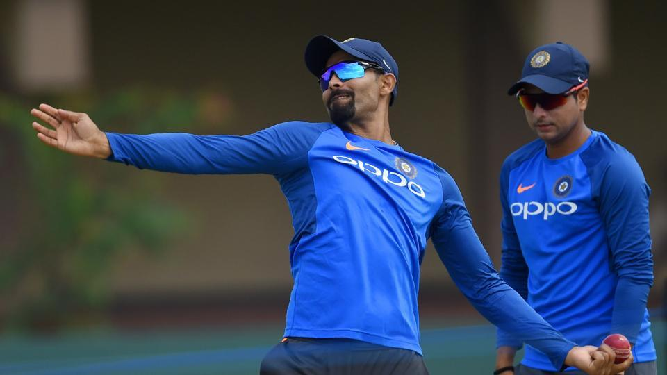 Ravindra Jadeja (L) and Kuldeep Yadav are the two other spinners in the Indian squad against Sri Lanka. (AFP)