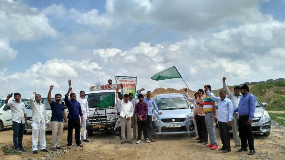 Farmers' bodies in Gautam Budh Nagar districts are meeting farmers in the 39 affected villages to dissuade others from giving land for the Eastern Peripheral Expressway.