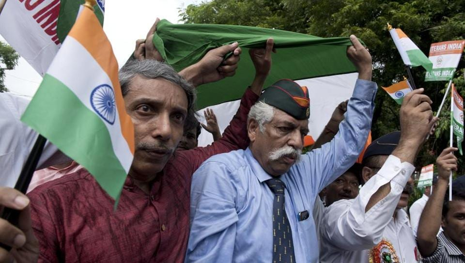 Jawaharlal Nehru University (JNU) vice chancellor M Jagadesh Kumar and Maj Gen (retd) GD Bakshi at the Tiranga March organised on the JNU campus on Sunday. The JNU VC had demanded that a tank should be installed on the campus to make students learn about the sacrifices made by the soldiers.