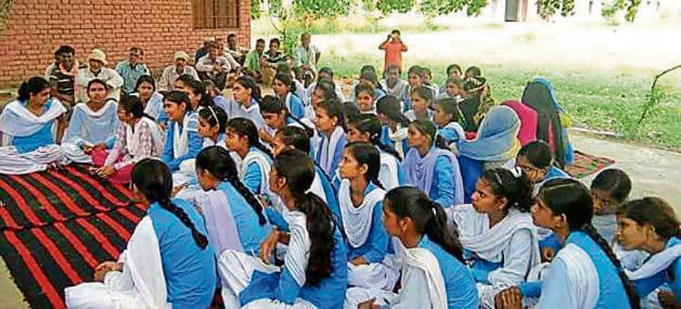 Rewari girls,dharna,School upgraded
