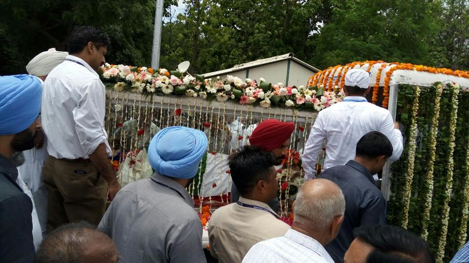 The last journey of a feisty Rajmata, who kept the Patiala royals relevant in politics despite the premature death of her husband.  (Bharat Bhushan/HT)
