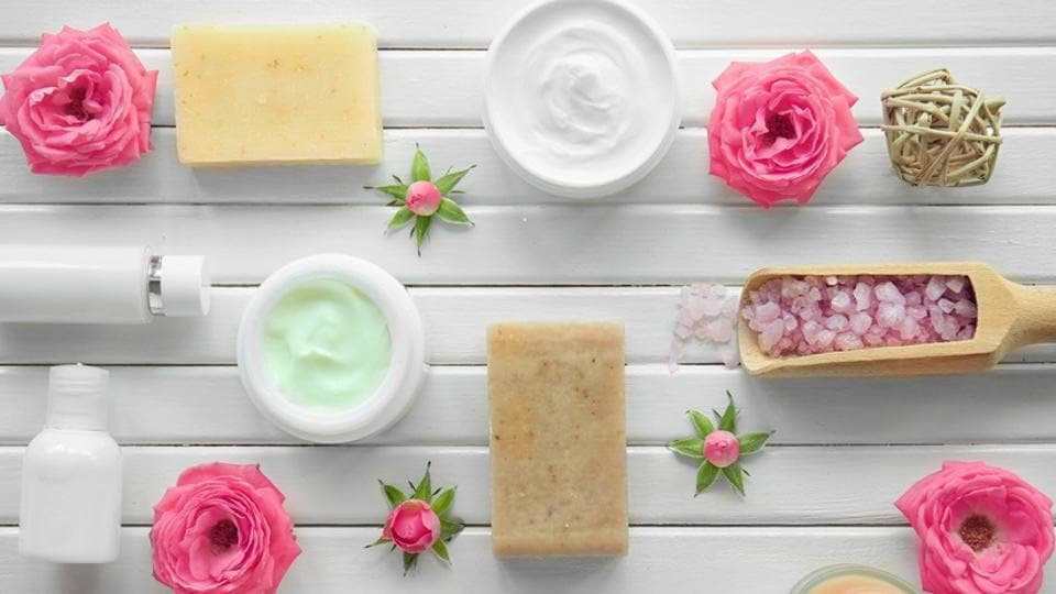 Rose mixed with water helps hydrate, re-energise and moisturise the skin giving it a fresh look.