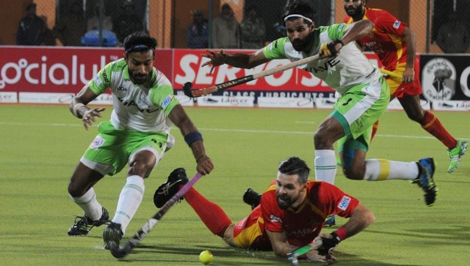 Owners of Delhi Waveriders (in green), Jaypee Punjab Warriors and Ranchi Rays (in red) have expressed their inability to continue  in the Hockey India League.