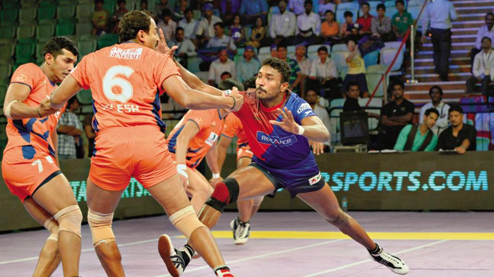 Bengal Warriors (in orange) are hoping to improve their performance at the 2017 Pro Kabaddi League.