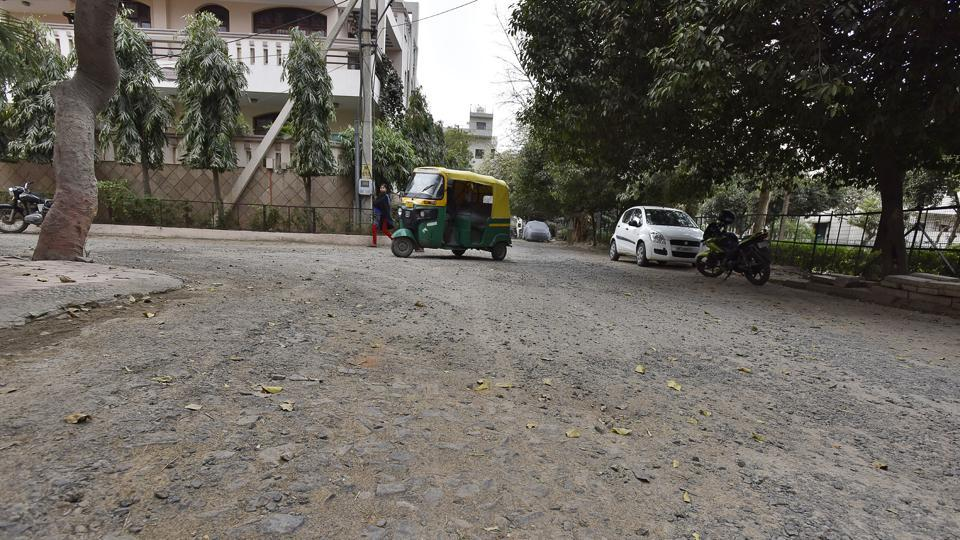 Poor roads in SouthCity area of Gurgaon.