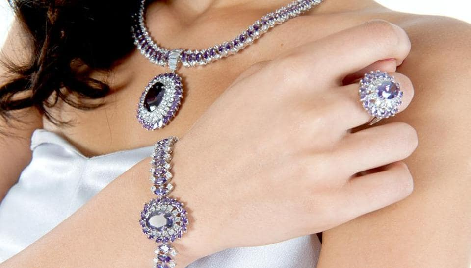 Maintain the lustre of fashion jewellery by keeping it clean and dry.