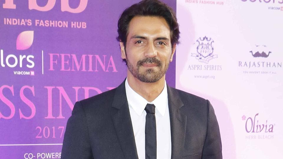There were reports that Arjun Rampal got into a fight with his fans who wanted to take a selfie with him.