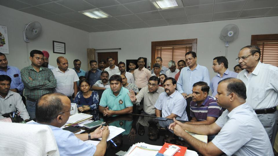 Noida,authority,protest