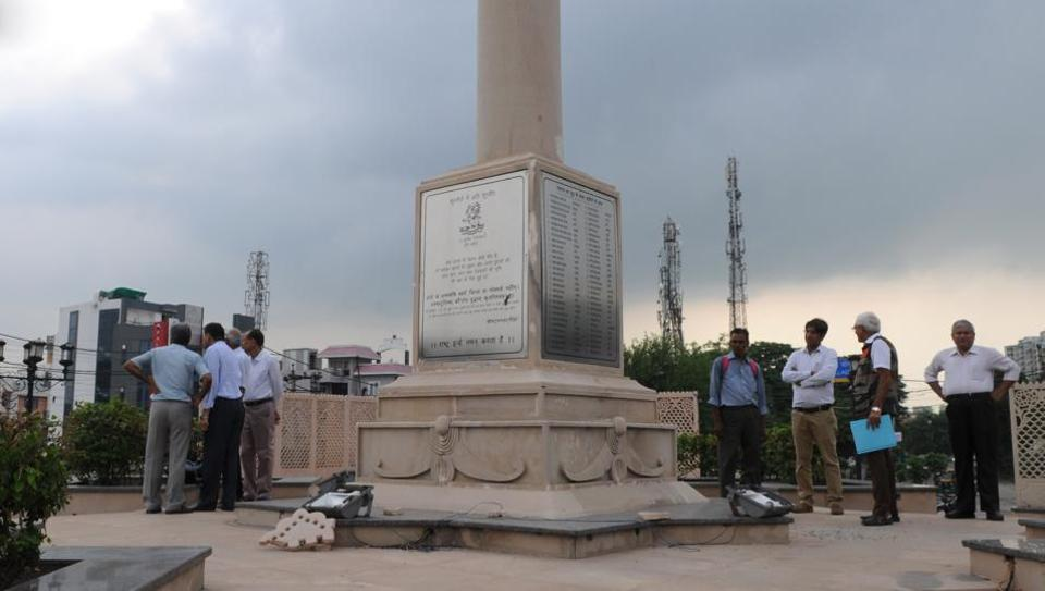 The Rezang-La war memorial in Gurgaon Sector 23 was vandalised. It was constructed to honour 114 martyrs who sacrificed their lives during the historic battle of Rezang La pass in 1962 with China.