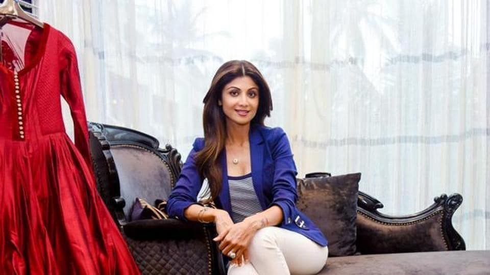 Shilpa Shetty feels that it s easier to mix and match accessories with  solid colours 246ef560bf