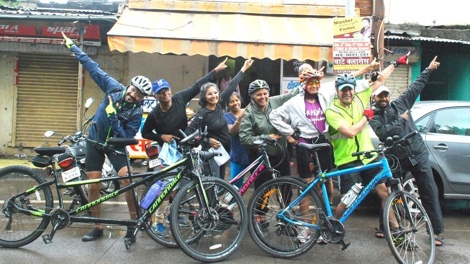 Visually impaired cyclist Divyanshu Ganatra (third from right) will cycle in tandem with Christopher Louzado (second from right) on an annual cycle expedition from Manali to Khardung La.