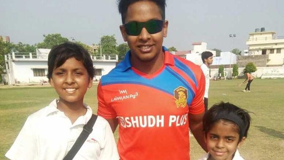 Manya Mishra and Siddhi Mishra posing with Akshdeep Nath, former India U-19 captain at the World Cup, who also practices at the LDA Stadium in Lucknow.