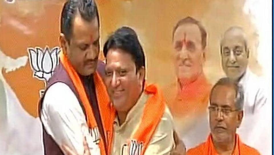 BJP Gujarat President Jitu Vaghani welcomes Balwantsinh Rajput in the party at Gandhinagar Thursday.