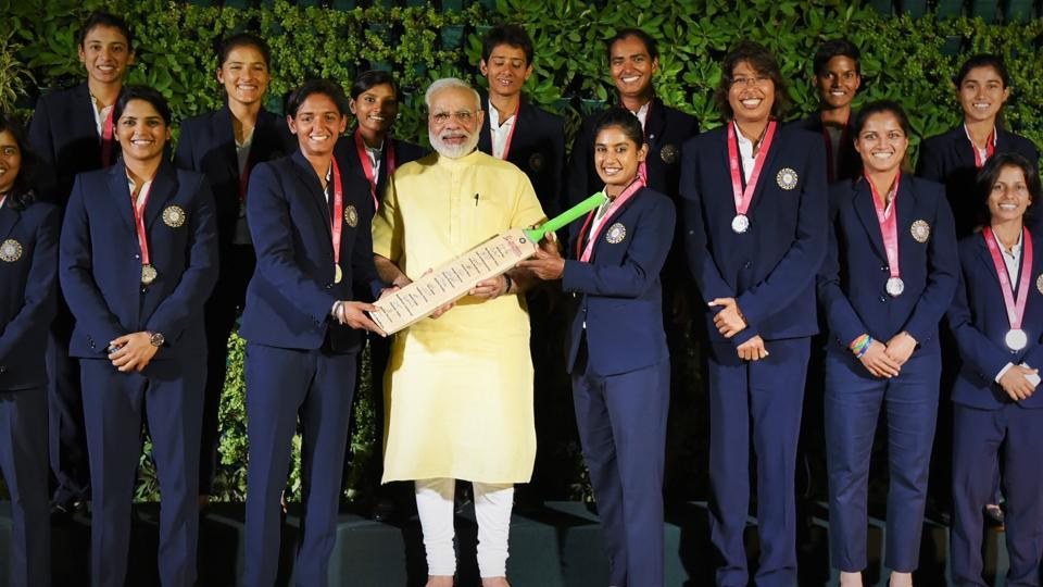 Prime Minister Narendra Modi with the Indian Women's team that finished runner-up in the ICC Women's cricket World Cup.