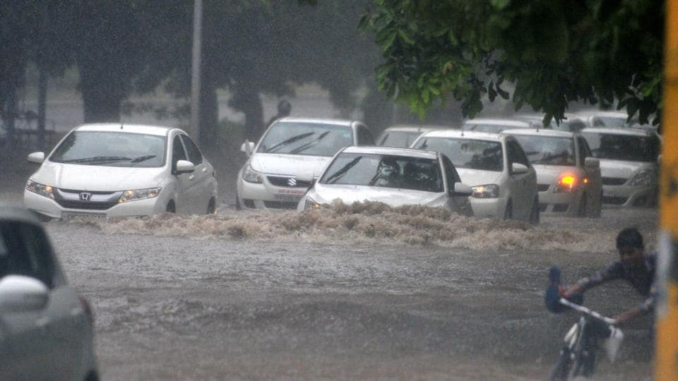The heavy downpour led to waterlogging at the traffic roundabouts and several roads in Chandigarh. (Ravi Kumar/HT Photo)