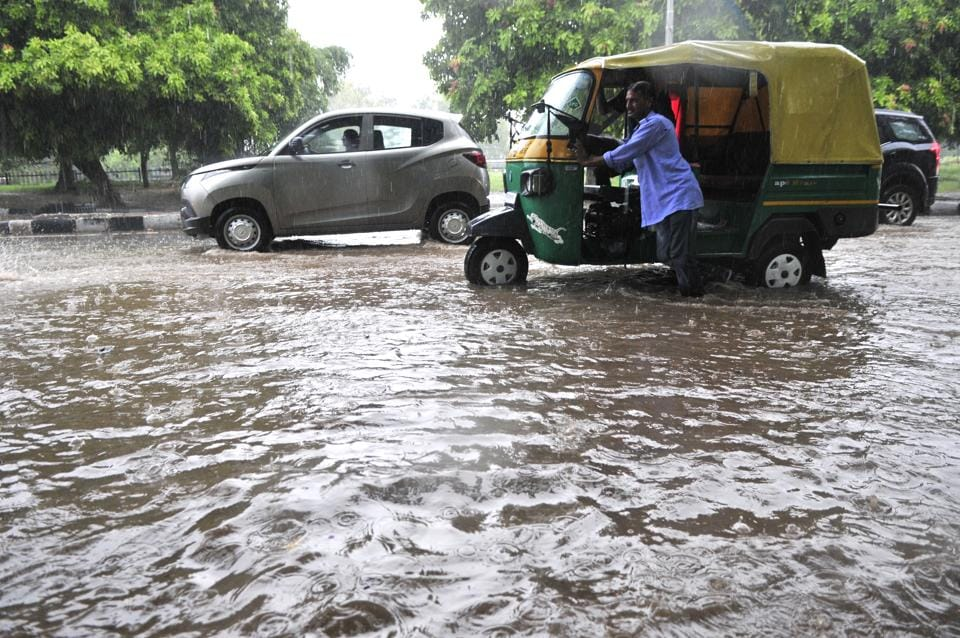 The heavy downpour on led to waterlogging at several roads of the city on Thursday. (Ravi Kumar/HT Photo)