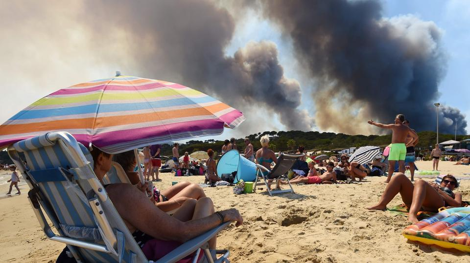 Arounf 12,000 people have been forced to flee campsites and homes after a new fire broke out along the French Riviera. Wildfires have already consumed swathes of forest in tourist-packed southeastern France in recent days, as well as on the island of Corsica. (Anne-Christine/ AFP)