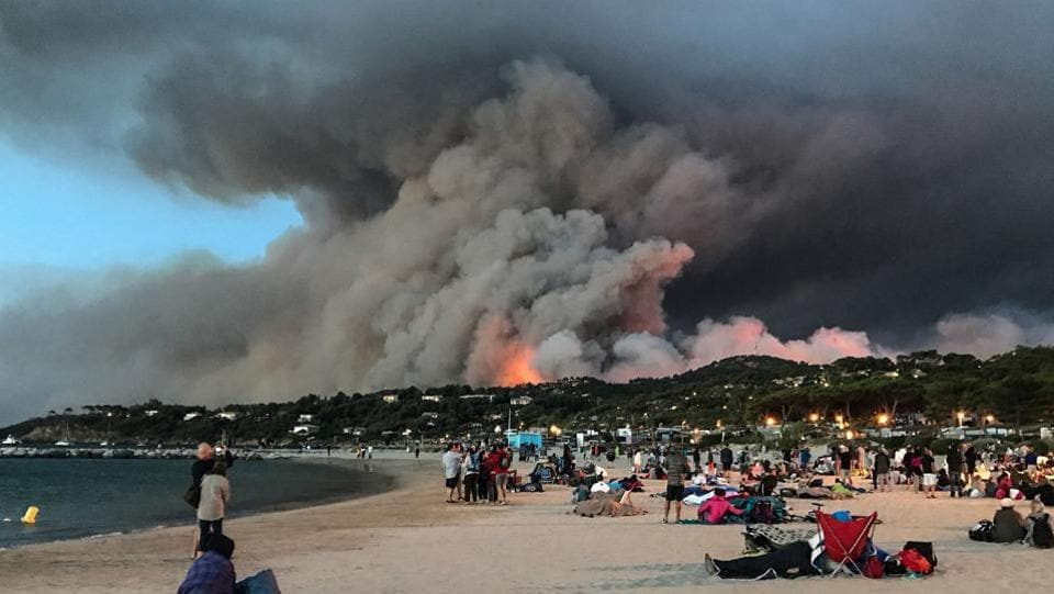 Around 3,000 campers were among those evacuated from La Londe, La Lavandou and Borme-les-Mimosas. (Anne-Christine / AFP)
