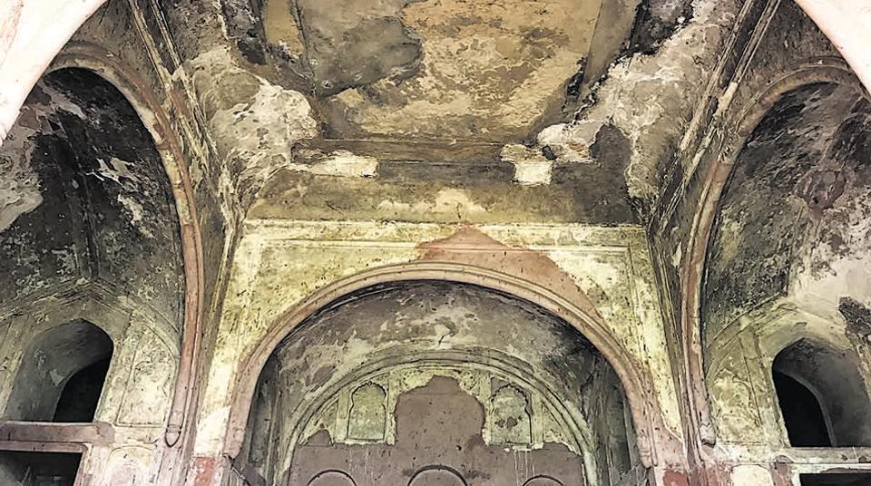 Sheesh Mahal, the palace of mirrors, seems to be nothing but a ruined hall with side-chambers