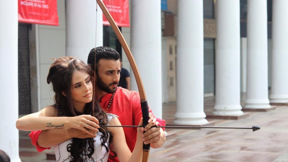 How could Margaery Tyrell not learn archery from someone so accomplished like Baahubali? They didn't mean to do this, but Margaery and Baahubali's arrow was somehow perfectly aimed at Bhallaladeva who escaped just in the nick of time! (Photo: shara ashraf/ht; styling: shara ashraf & akshay kaushal)