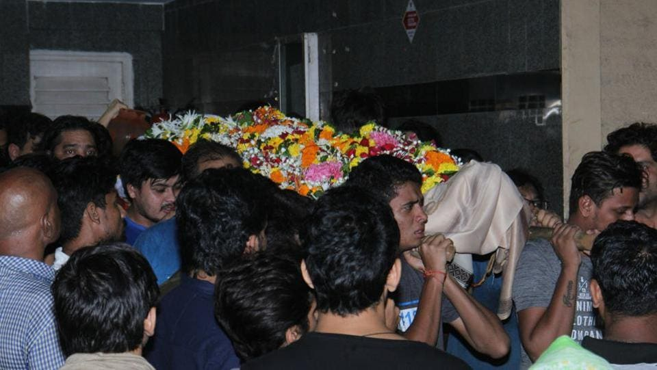 Inder Kumar was only 43. Friends and family attended his funeral in Mumbai. (Photo: Pramod Thakur/HT)