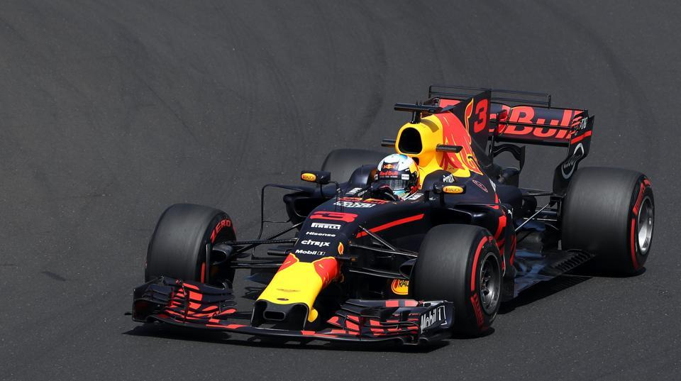 Red Bull's Australian driver Daniel Ricciardo takes part in a practice session at the Hungaroring racing circuit in Budapest on July 28, 2017 prior to the Formula One Hungarian Grand Prix.