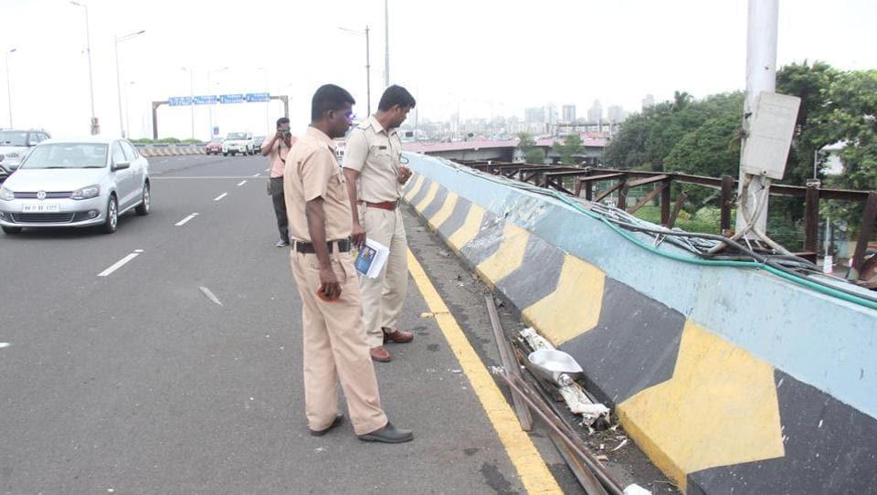 Mumbai,Mumbai flyover,Mumbai car crash