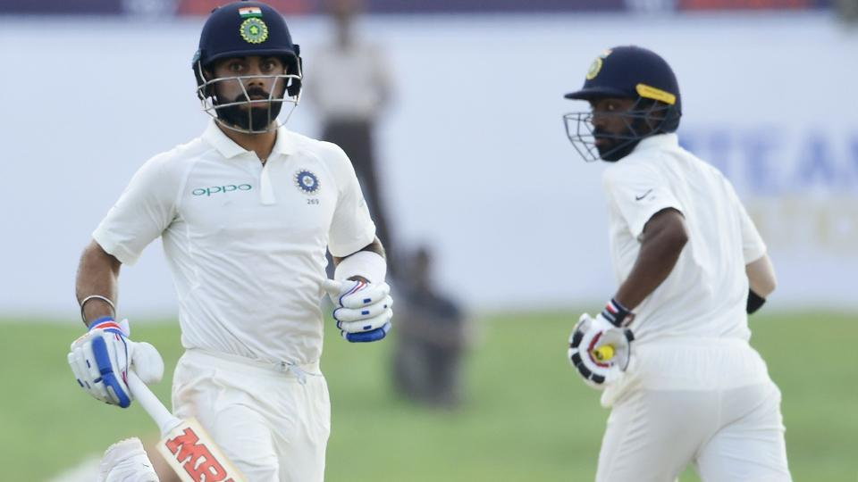 Indian cricket team captain Virat Kohli (L) and Abhinav Mukund combined well to put on 133 runs for the third wicket. (AFP)