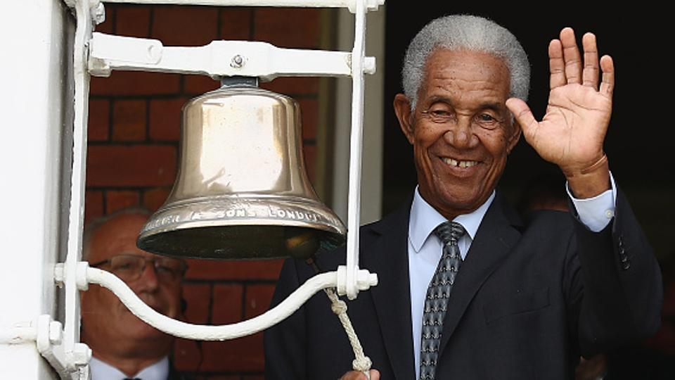 Sir Garfield Sobers rings the five minute bell in memory of Mohammed Ali during the 3rd Test match between England and Sri Lanka at Lord's Cricket Ground on June 10, 2016.
