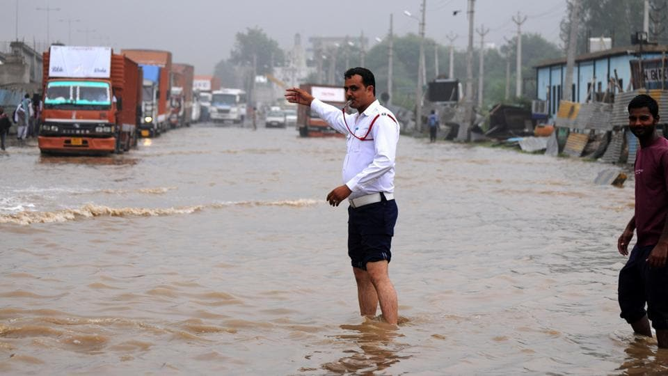 On July 28 last year, breaches in the Badshahpur drain had led to a backflow towards Hero Honda Chowk and adjoining areas, inundating the area and bringing traffic to a halt.