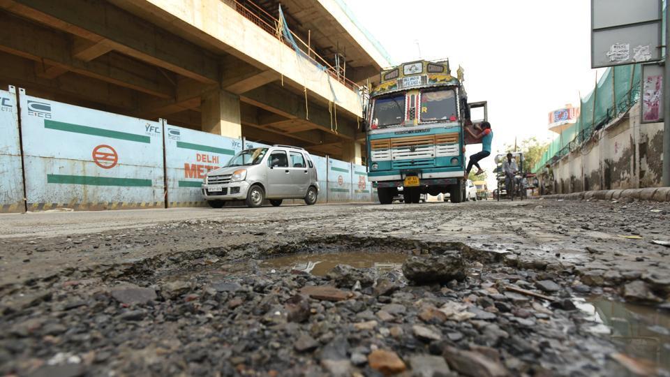 Noida,pothole,snarl