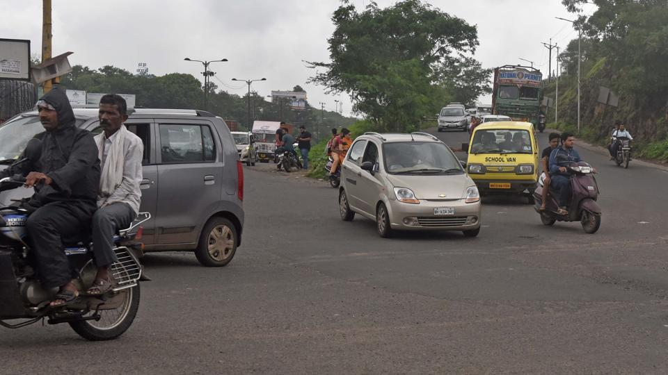 The steep slope on the stretch connecting Chandani chowk to Paud road and the absence of a footpath made it difficult for the driver to control the vehicle and prevent the accident.