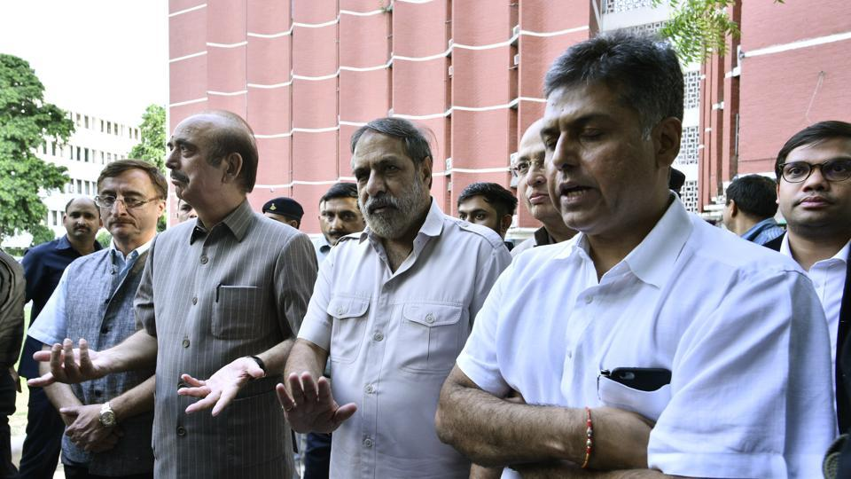 Congress leaders Ghulam Nabi Azad, Anand Sharma, Dr Abhishek Manu Singhvi, Vivek Tankha and Manish Tewari after come out meet the Election Commission over Gujarat crisis in New Delhi, India, on Saturday, July 29, 2017.