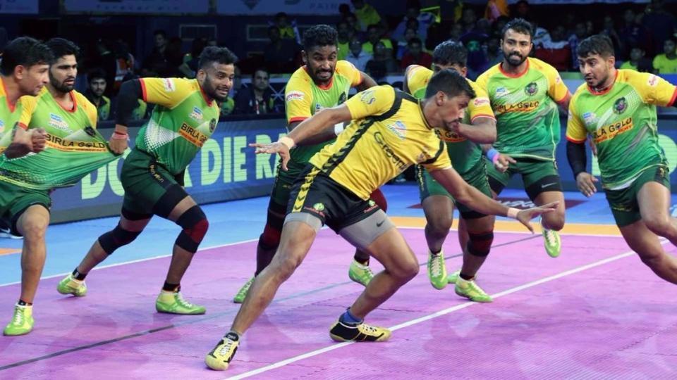 Patna Pirates (in green) defeated Telugu Titans in Pro Kabaddi League
