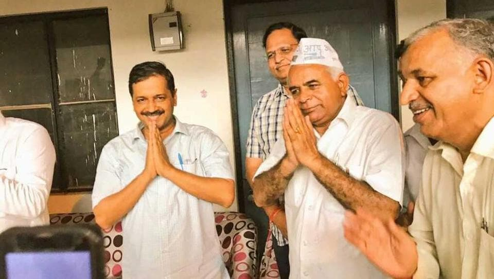 Former Bharatiya Janata Party legislator from Bawana, Gugan Singh (centre), joined the Aam Aadmi Party along with his supporters on Sunday in presence of chief minister Arvind Kejriwal and other senior party leaders.