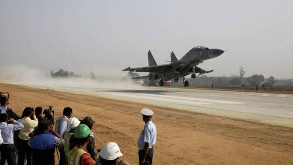 An Indian Air Force (IAF) fighter jet practices landing on the Agra-Lucknow highway in Unnao on Friday.