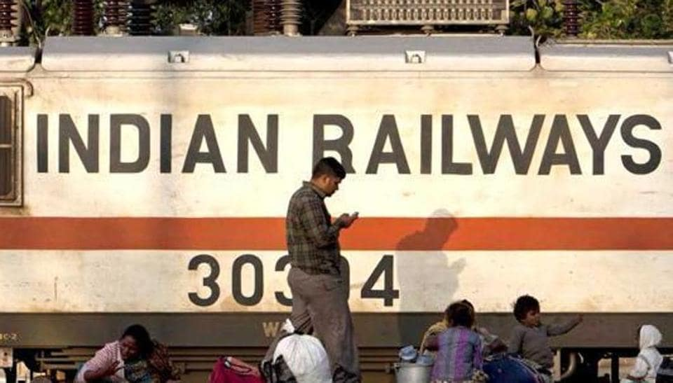 Indian Railways has been a lifeline for 23 million Indians every day. But in a recent report the country's top auditor says the sanitation of linen and blankets given to passengers are not done properly. (AFP Photo)