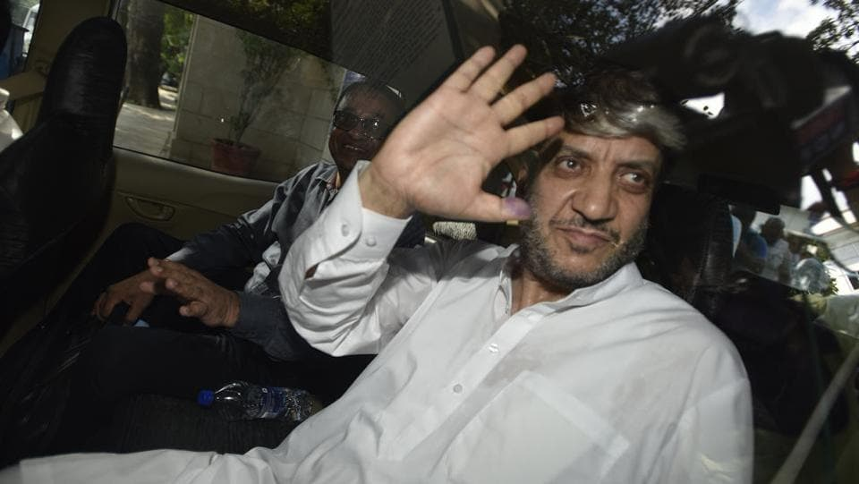 Kashmiri separatist Leader Shabir Shah  seen outside Patiala House Court in Wednesday July 26.  (Ravi Choudhary/HT PHOTO)