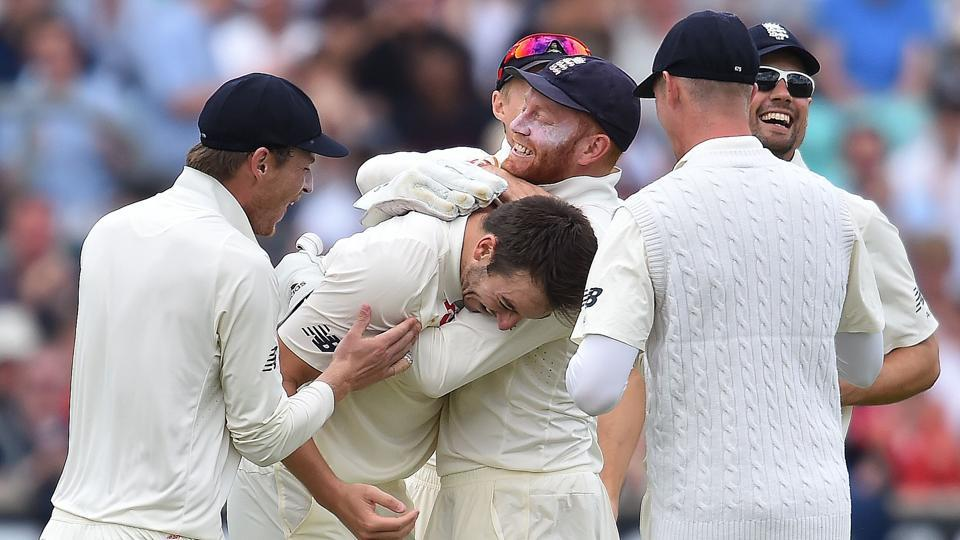 Toby Roland-Jones, who had taken five wickets in the first innings, picked up two quick wickets to dent South Africa and put England on course. (AFP)